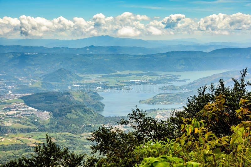 Λίμνη Amatitlan κοντά στην πόλη της Γουατεμάλα στοκ φωτογραφία
