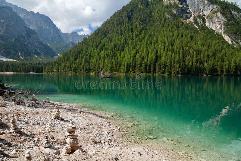 Λίμνη Braies, Lago Di Braies, Άλπεις δολομίτη, Belluno, Ιταλία στοκ φωτογραφίες