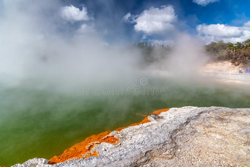 Λίμνη CHAMPAGNE wai-ο-Tapu στο εθνικό πάρκο, Rotorua - νέο Zealan στοκ φωτογραφίες με δικαίωμα ελεύθερης χρήσης