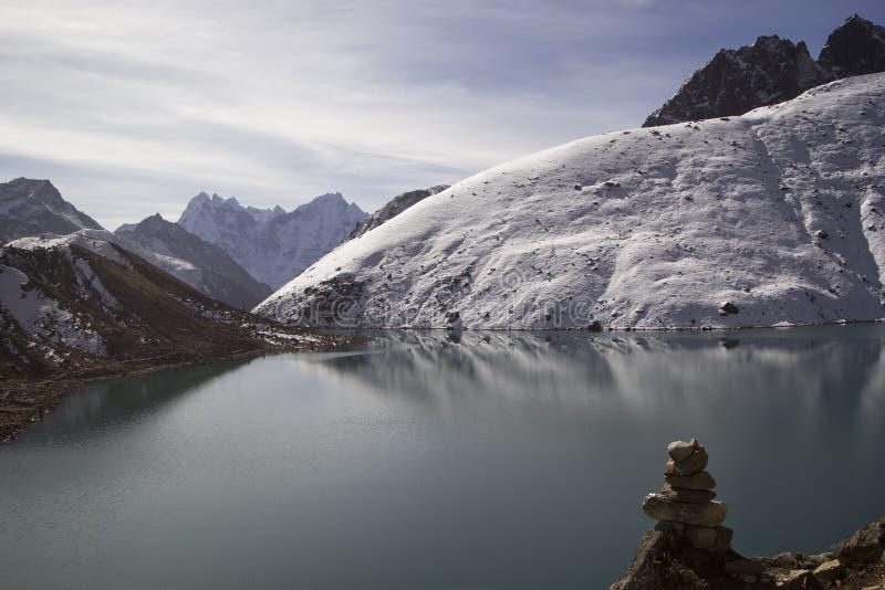 Λίμνη Gokyo στα Ιμαλάια, Νεπάλ στοκ φωτογραφίες