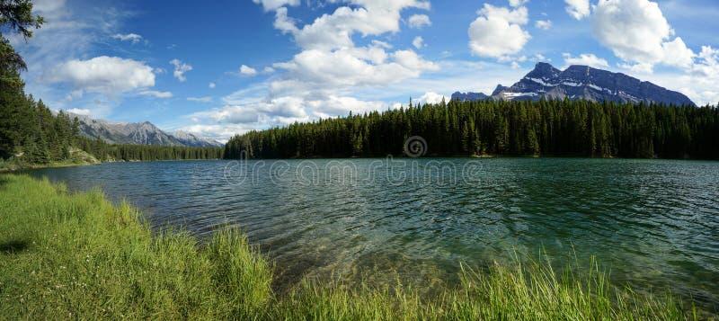 Λίμνη Johnson στο εθνικό πάρκο Banff στοκ εικόνα