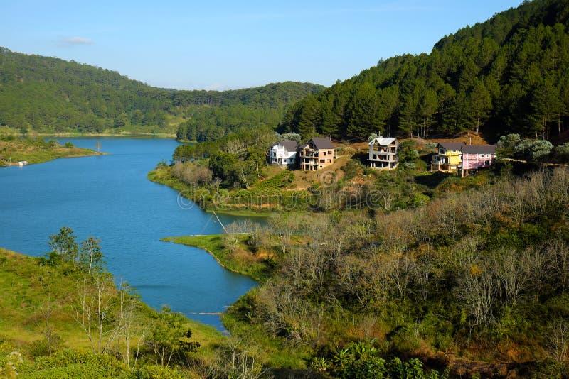 Λίμνη Lam Tuyen, Dalat, Βιετνάμ, θέρετρο, βίλες eco στοκ εικόνα