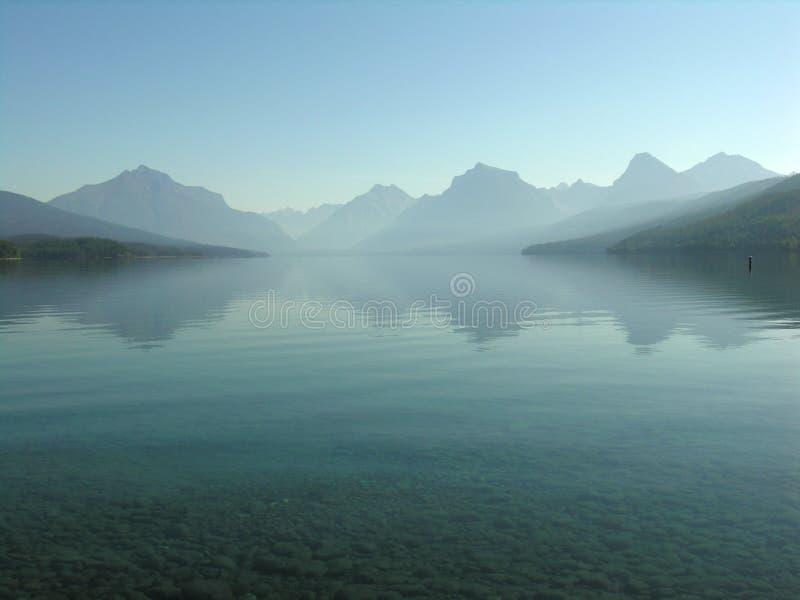 λίμνη mcdonald misty στοκ εικόνες
