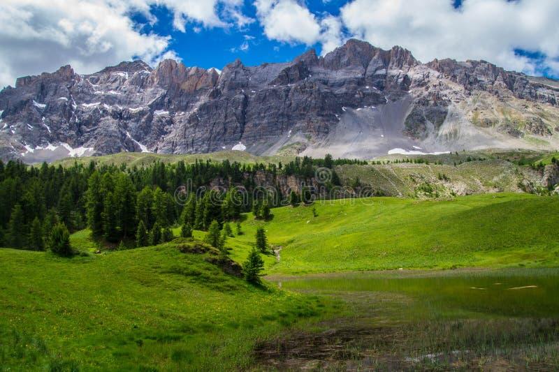 Λίμνη miroir ceillac στα queyras στις Hautes Alpes στη Γαλλία στοκ φωτογραφία με δικαίωμα ελεύθερης χρήσης