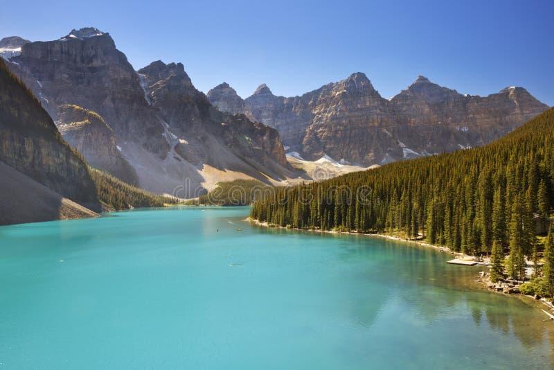 Λίμνη Moraine, εθνικό πάρκο Banff, Καναδάς μια ηλιόλουστη ημέρα στοκ εικόνα με δικαίωμα ελεύθερης χρήσης