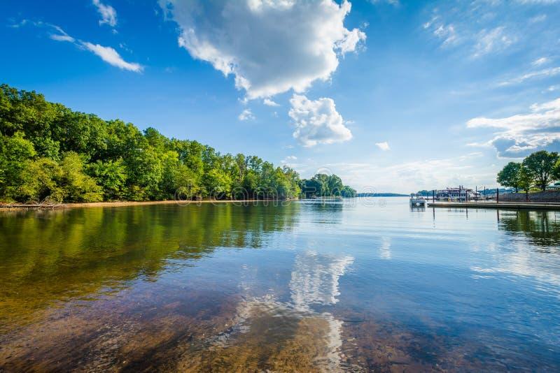 Λίμνη Norman, στην περιοχή πρόσβασης McCrary, σε Mooresville, ο Βορράς Carol στοκ φωτογραφίες