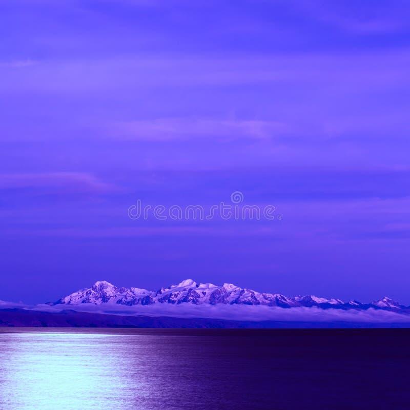 Λίμνη Titicaca και οι Άνδεις στη πανσέληνο στοκ εικόνες με δικαίωμα ελεύθερης χρήσης