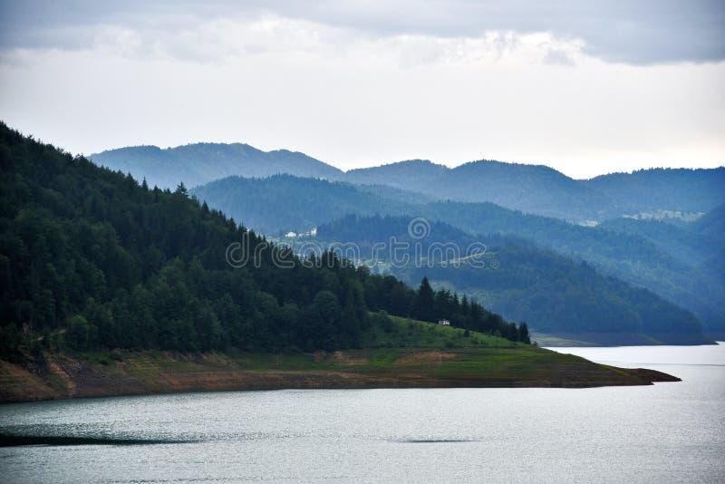 Λίμνη ` Zaovine `, ΑΜ βουνών Tara, Σερβία στοκ εικόνες με δικαίωμα ελεύθερης χρήσης