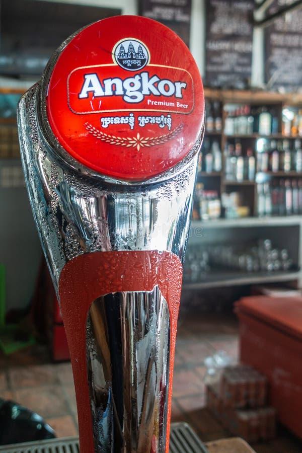 Λαβή βρυσών μπύρας ασφαλίστρου Angkor, Sihanoukville Καμπότζη στοκ εικόνες