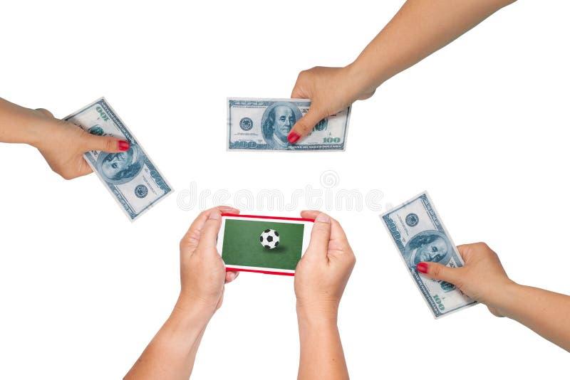 λαβή κινητή για να παίξει το ποδόσφαιρο που στοιχηματίζει on-line στοκ εικόνα