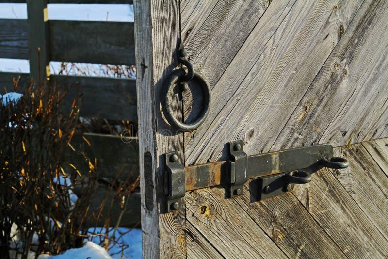 Λαβή μετάλλων και hasp με την κλειδαριά στοκ εικόνα με δικαίωμα ελεύθερης χρήσης