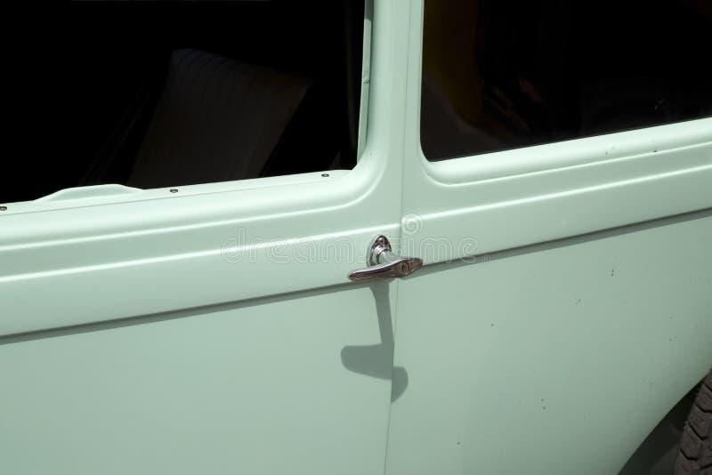 Λαβή πορτών στο εκλεκτής ποιότητας αυτοκίνητο στοκ φωτογραφίες με δικαίωμα ελεύθερης χρήσης