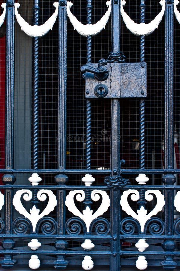 Λαβή πορτών χάλυβα με το κλείδωμα στοκ εικόνες