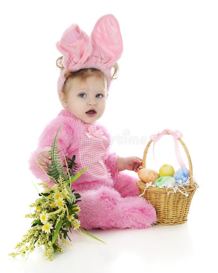 Λαγουδάκι Πάσχας κοριτσάκι στοκ εικόνα