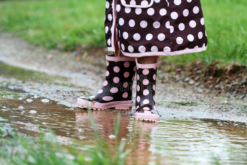 λακκούβες λάσπης rainboots στοκ εικόνα με δικαίωμα ελεύθερης χρήσης