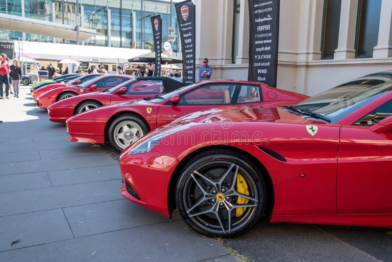 Λαμπρά κόκκινα αυτοκίνητα Ferrari σε Motorclassica στοκ εικόνα με δικαίωμα ελεύθερης χρήσης