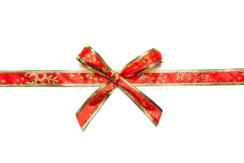 Λαμπρές κόκκινες και χρυσές κορδέλλες με το τόξο που απομονώνεται στοκ φωτογραφίες