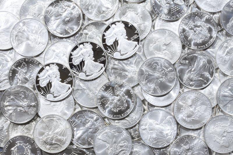 λαμπρό ασήμι νομισμάτων στοκ φωτογραφίες με δικαίωμα ελεύθερης χρήσης