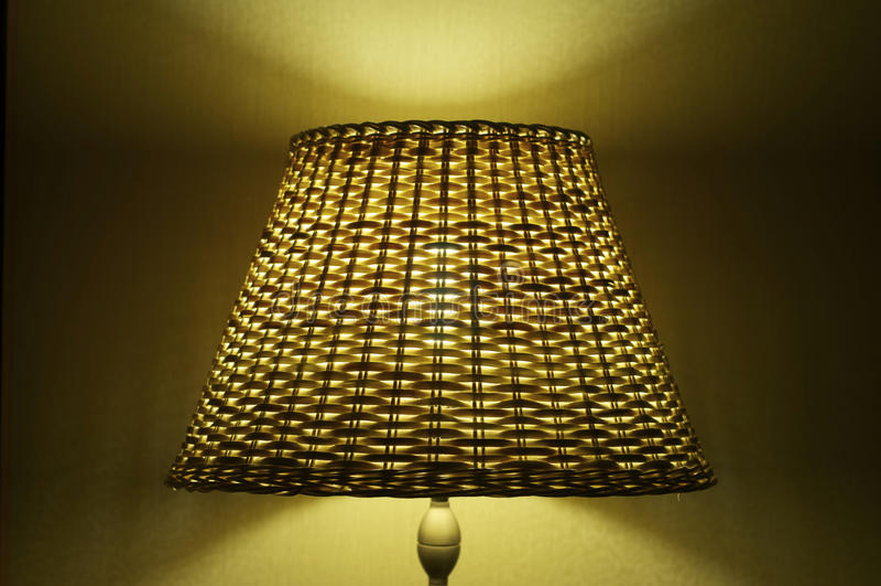 Download λαμπτήρας κίτρινος στοκ εικόνα. εικόνα από συμμετρικός - 22786719