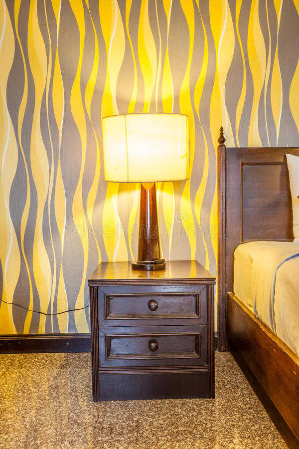 Λαμπτήρας νύχτας σε έναν πίνακα πλευρών στοκ φωτογραφία με δικαίωμα ελεύθερης χρήσης