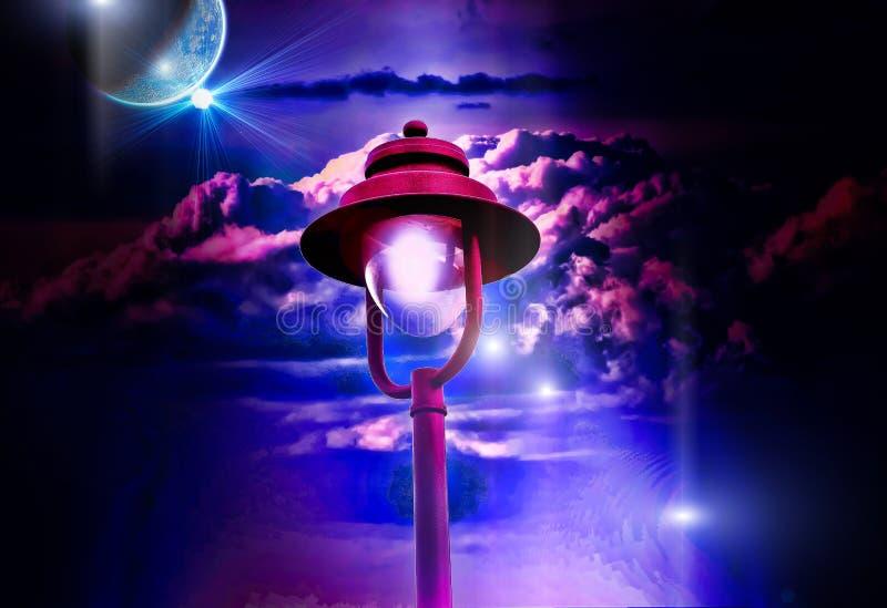 Λαμπτήρας οδών που φωτίζει τη νύχτα στοκ φωτογραφία
