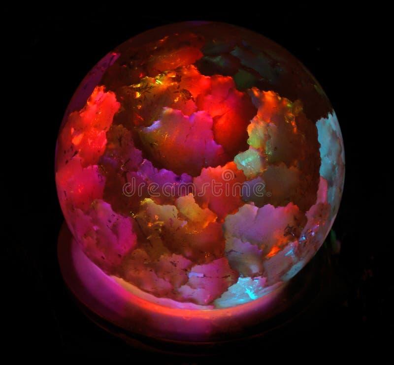 Λαμπτήρας υπό μορφή φωτεινής χρωματισμένης σφαίρας στοκ εικόνα