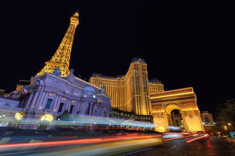 Λας Βέγκας, NV - το Μάρτιο του 2015 CIRCA - πύργος του Άιφελ και φωτισμός νύχτας ξενοδοχείων του Παρισιού στο Λας Βέγκας, Νεβάδα, στοκ φωτογραφία με δικαίωμα ελεύθερης χρήσης
