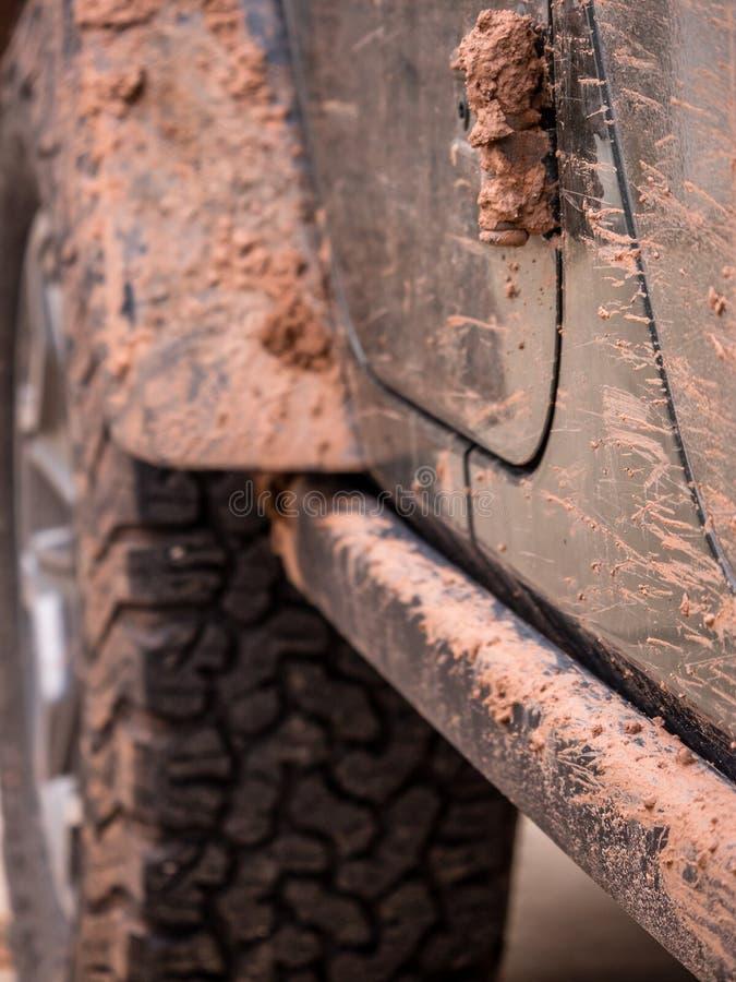 Λασπώδης από την κινηματογράφηση σε πρώτο πλάνο οδικών οχημάτων στοκ φωτογραφίες με δικαίωμα ελεύθερης χρήσης