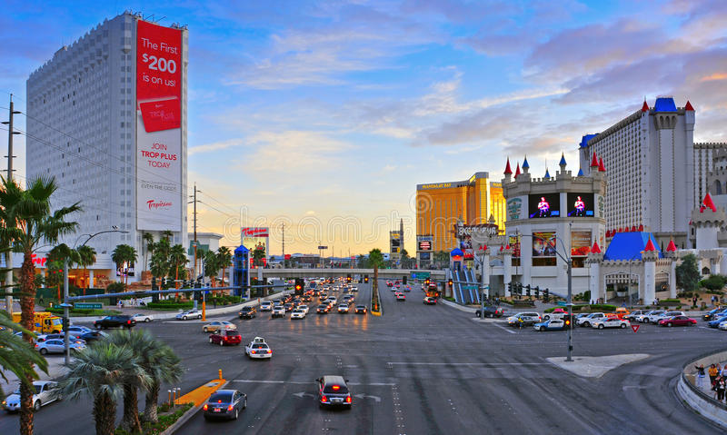 Las Vegas Strip στο ηλιοβασίλεμα, Λας Βέγκας, Ηνωμένες Πολιτείες στοκ εικόνα