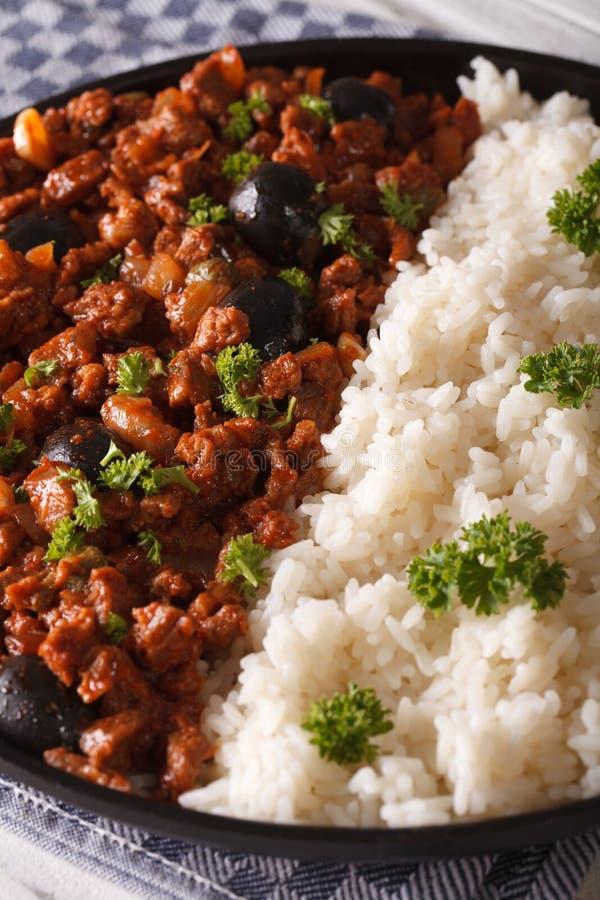 Λατινοαμερικάνικη κουζίνα: Picadillo ένα habanera Λα με το ρύζι, verti στοκ φωτογραφίες