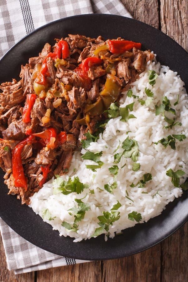 Λατινοαμερικάνικη κουζίνα: vieja ropa με την κινηματογράφηση σε πρώτο πλάνο ρυζιού στοκ εικόνα με δικαίωμα ελεύθερης χρήσης