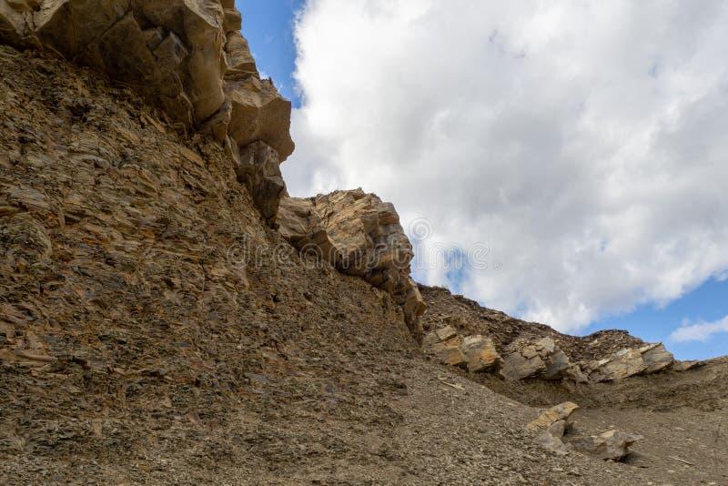Λατομείο για την εξαγωγή της φυσικών πέτρας και των ερειπίων στοκ φωτογραφία με δικαίωμα ελεύθερης χρήσης
