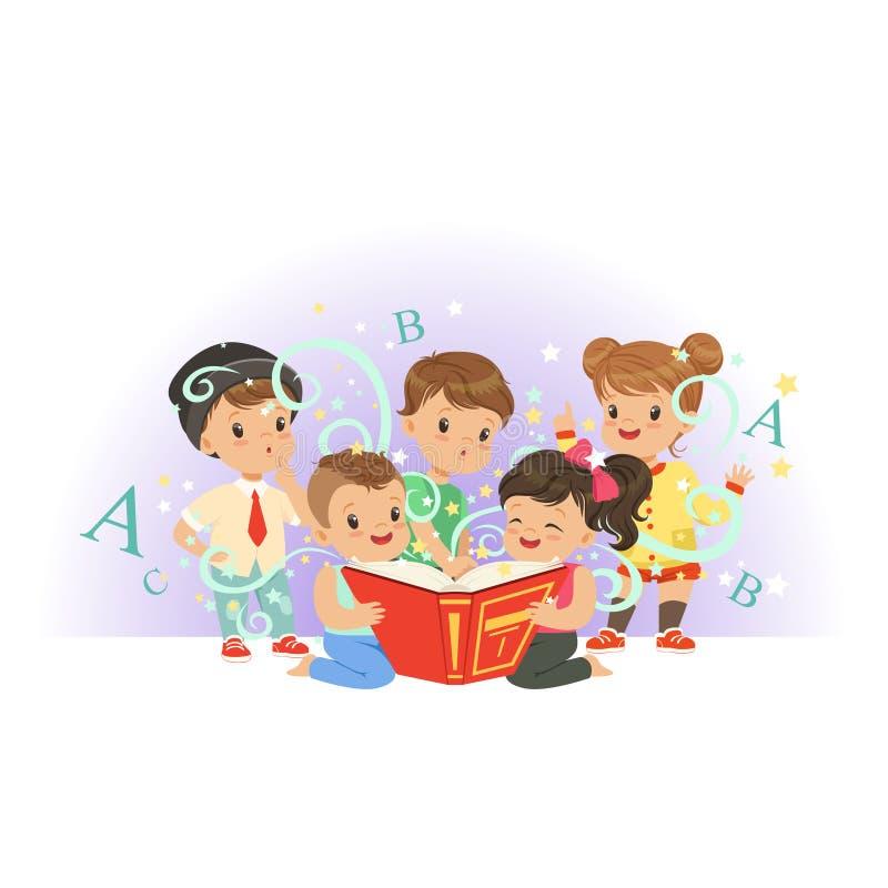 Λατρευτά προσχολικά παιδιά, αγόρια και κορίτσια που διαβάζουν το εκπαιδευτικό μαγικό βιβλίο Ευτυχής και ενδιαφέρουσα παιδική ηλικ διανυσματική απεικόνιση