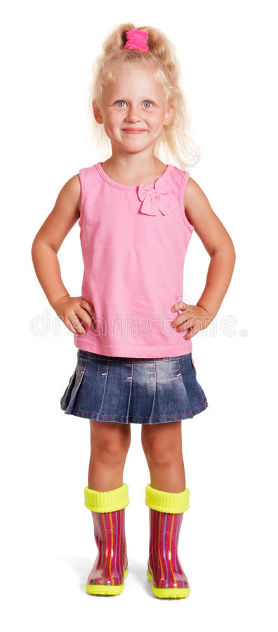 Λατρευτός λίγο ξανθό κορίτσι στην μπλούζα, φούστα, λαστιχένιες μπότες που απομονώνονται στοκ εικόνες με δικαίωμα ελεύθερης χρήσης