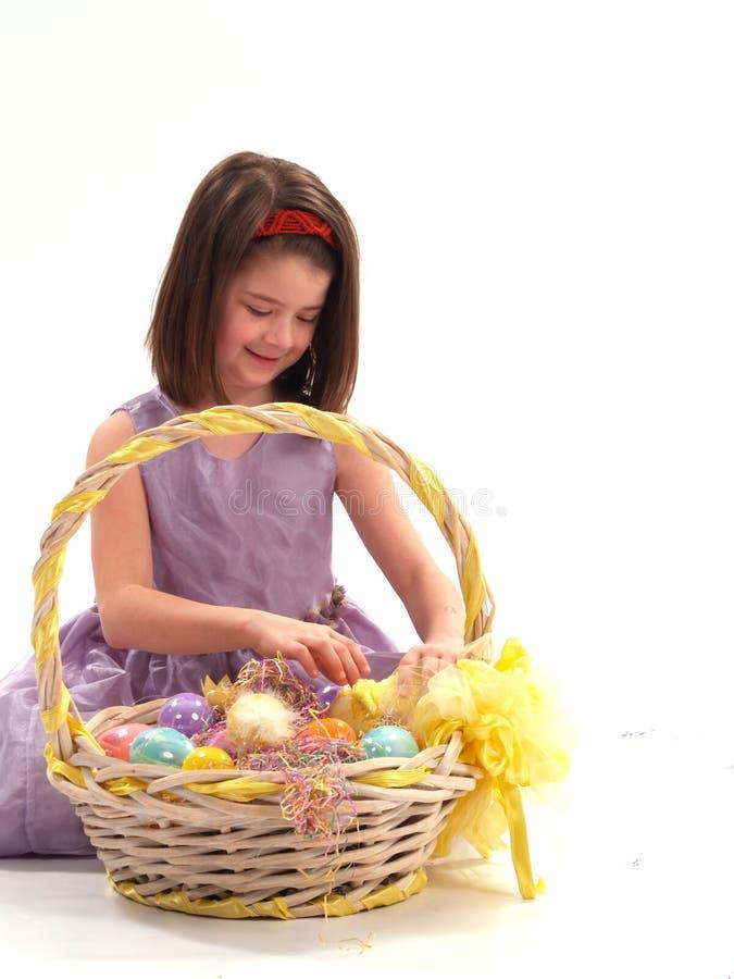 λατρευτό κορίτσι αυγών Πά&sigm στοκ φωτογραφία με δικαίωμα ελεύθερης χρήσης