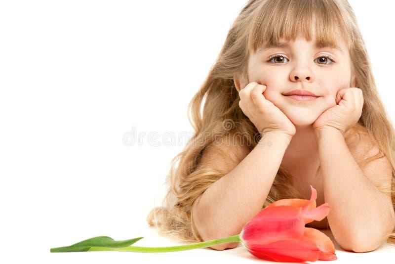 Μικρό κορίτσι με την τουλίπα στοκ φωτογραφίες