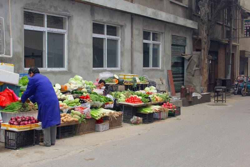 Λαχανικά και φρούτα στη μουσουλμανική αγορά Beiyuanmen σε Xian, Κίνα στοκ εικόνα