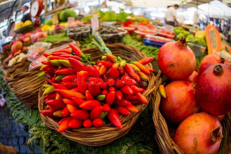 Λαχανικά σε μια στάση της αγοράς λουλουδιών στη Ρώμη στοκ εικόνες