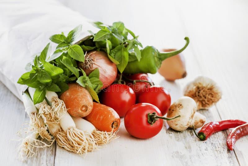 Λαχανικά στην τσάντα εγγράφου στοκ φωτογραφία με δικαίωμα ελεύθερης χρήσης