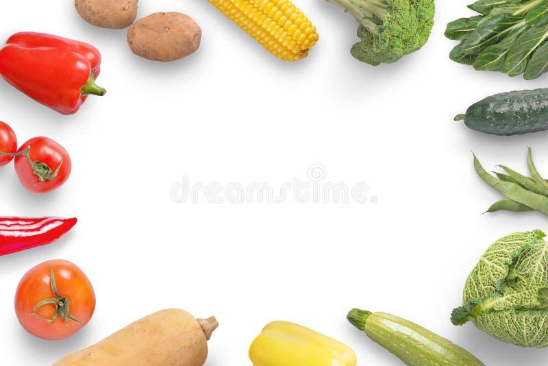 Λαχανικά στη μαύρη ξύλινη επιφάνεια με το διάστημα αντιγράφων στη μέση στοκ εικόνες με δικαίωμα ελεύθερης χρήσης
