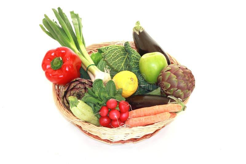 Λαχανικά στο καλάθι στοκ φωτογραφία με δικαίωμα ελεύθερης χρήσης