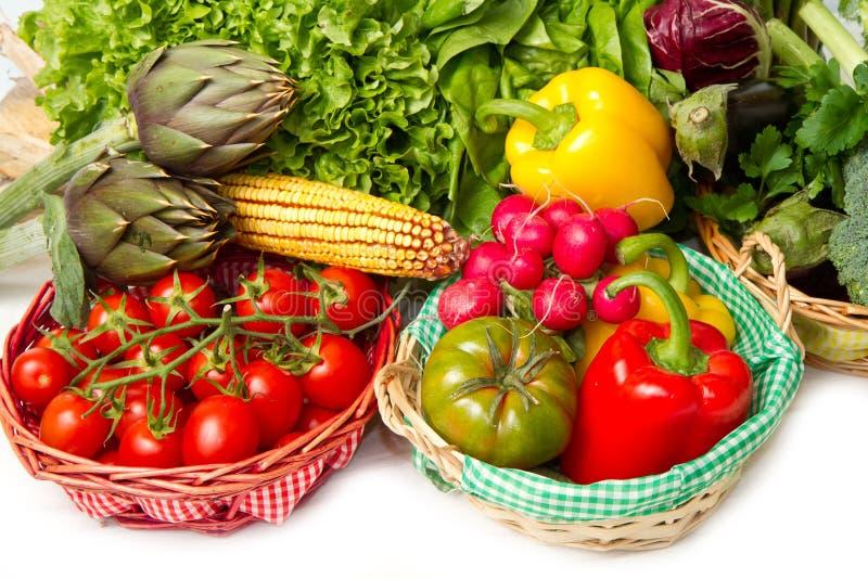 Λαχανικά στο καλάθι στοκ εικόνες