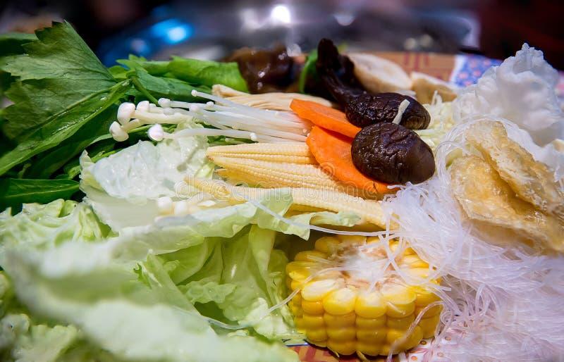 λαχανικό που τίθεται για το sukiyaki μαγειρέματος ή το shabu shabu υγιή και τρόφιμα διατροφής για τις καλές υγείες στοκ φωτογραφίες