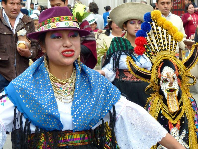 Λαϊκός χορευτής γυναικών στην παρέλαση, Ισημερινός στοκ εικόνα
