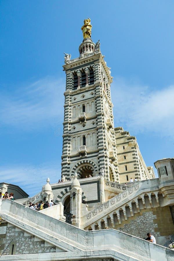 Λα Garde της Notre Dame de βασιλικών και παλαιός λιμένας Μασσαλία στοκ εικόνα