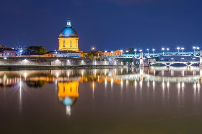 Λα Garonne που περνά μέσω της Τουλούζης, Γαλλία στοκ εικόνα με δικαίωμα ελεύθερης χρήσης