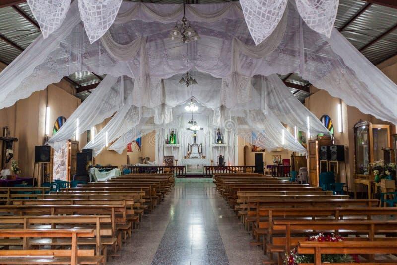 ΛΑ LAGUNA, ΓΟΥΑΤΕΜΆΛΑ SAN MARCOS - 24 ΜΑΡΤΊΟΥ 2016: Εσωτερικό μιας εκκλησίας στο χωριό Λα Laguna SAN Marcos, Guatema στοκ εικόνες