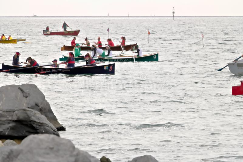 Λα Spezia, Λιγυρία, Ιταλία 03/17/2019 Palio del Golfo Πλήρωμα γυναικών Παραδοσιακό θαλάσσιο regatta στοκ εικόνα με δικαίωμα ελεύθερης χρήσης