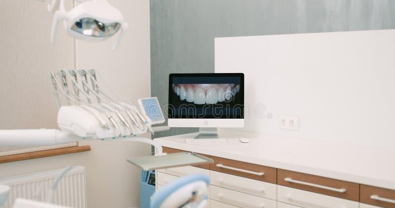 Λειτουργούν σύνολο δωματίων χειρουργικών επεμβάσεων οδοντιατρικής του σύγχρονου εξοπλισμού στοκ φωτογραφίες