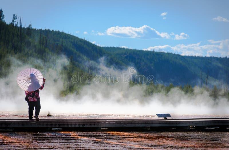 Λεκάνη Του Midway Geyser Στο Εθνικό Πάρκο Yellowstone Στο Γουαϊόμινγκ στοκ εικόνα